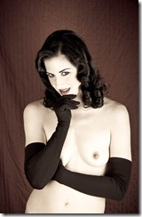 Nyxon in Gloves
